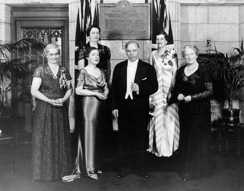 [Rt. Hon. W.L. Mackenzie King and guests unveiling a plaque commemorating the five Alberta women whose efforts resulted in the Persons Case]